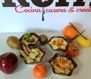 Mousse de Crema Catalana acompañada de frutas de temporada.