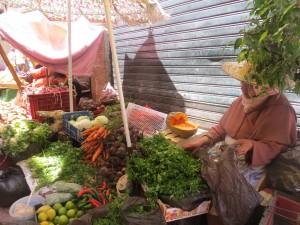 Mercadillo con frutas y verduras.