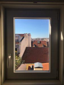 Una habitación con vistas